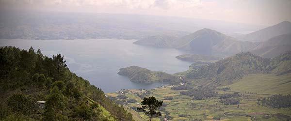 Sumatra-lake-toba01